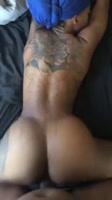 Negra culona se deja clavar verga grande